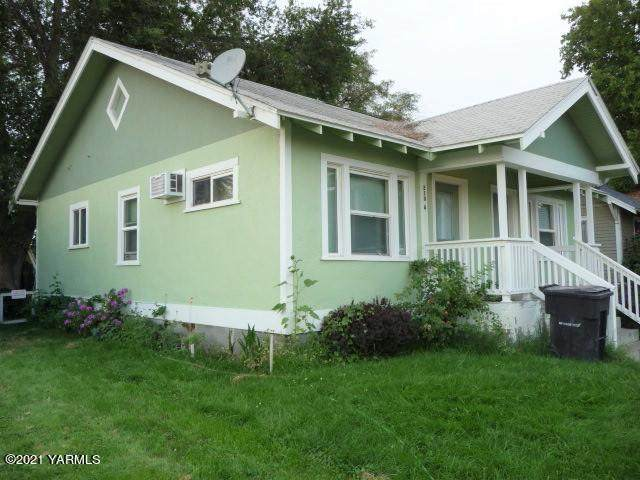 210 N Pierce Ave, Yakima, WA 98902 (MLS #21-1159) :: Heritage Moultray Real Estate Services