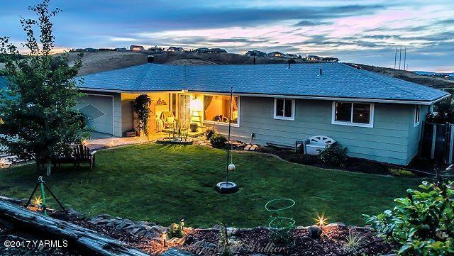 909 Riverview Ave, Selah, WA 98942 (MLS #17-1518) :: Results Realty Group