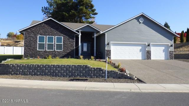 619 N 72nd Ave, Yakima, WA 98908 (MLS #18-2422) :: Heritage Moultray Real Estate Services