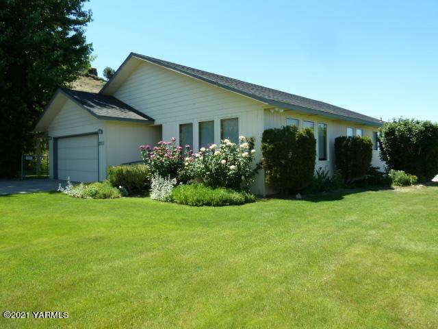 3811 Aaron Rd, Moxee, WA 98936 (MLS #21-1305) :: Candy Lea Stump | Keller Williams Yakima Valley